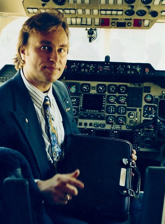 Capt Dave WAS an Airline Capt... a Professional Aviator... a Commercial Pilot...